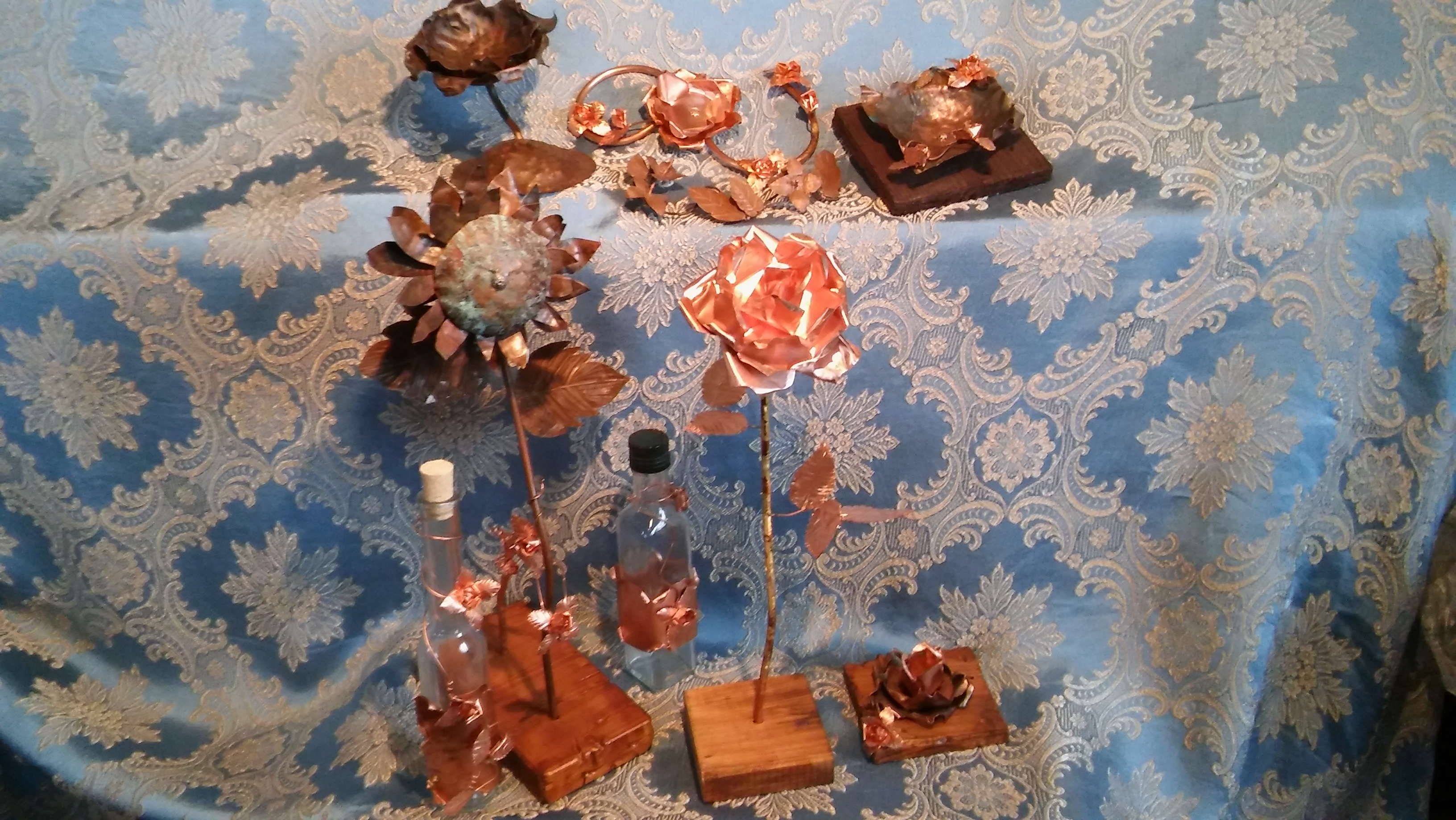 Genio Italiano's basket of copper handmade items